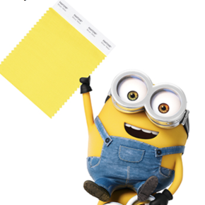 Un Minion tient un échantillon du nouveau Minion Yellow de Pantone - ©Pantone